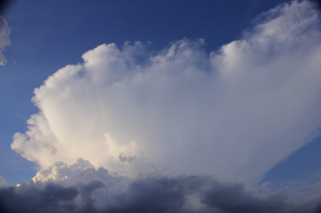 Gleitschirmfliegen Gewitterwolke